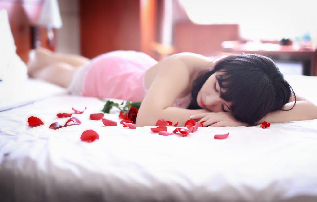 睡眠 女性 花