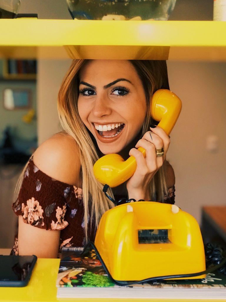 電話 笑顔